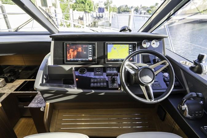 Helm 2016 PRINCESS YACHTS V58 Cruiser 2620591