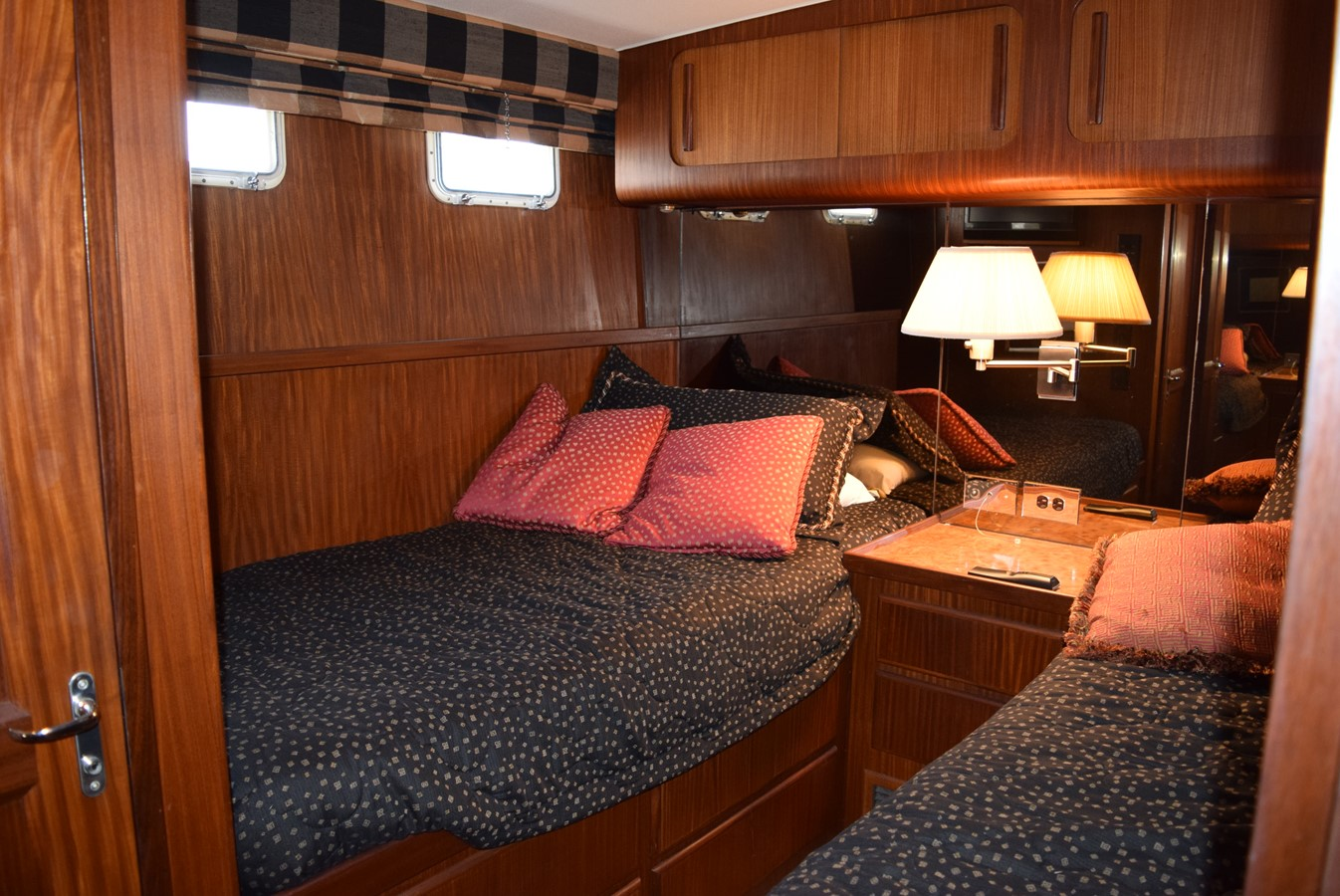 25 - 54 HATTERAS For Sale