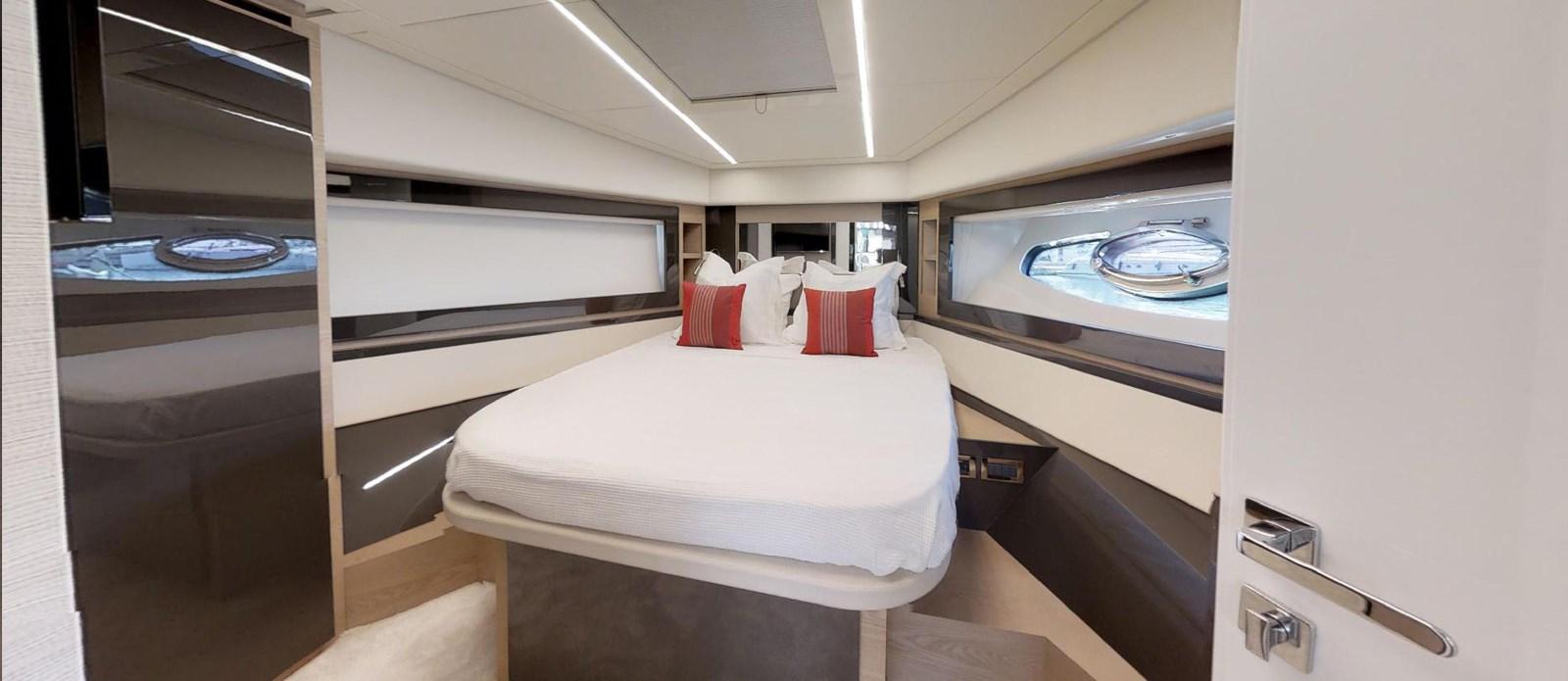 Forward-VIP-Cabin 2015 PERSHING 70 Motor Yacht 2683603