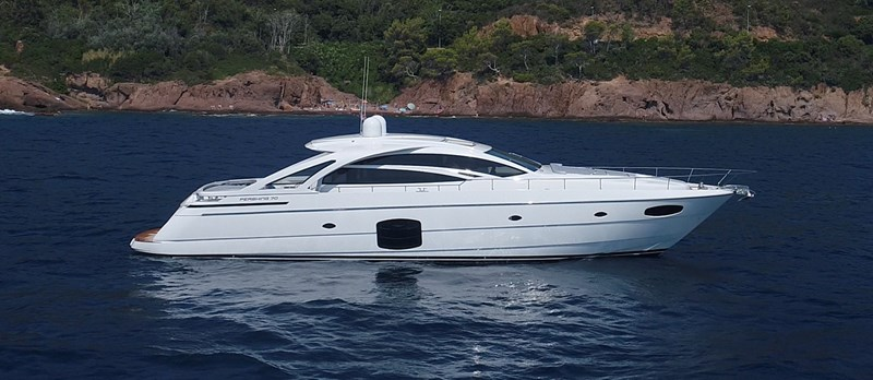 Side-Profile 2015 PERSHING 70 Motor Yacht 2673763