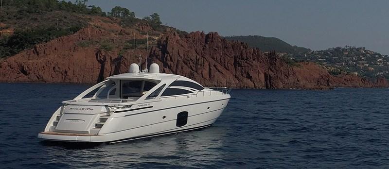 Stern-View 2015 PERSHING 70 Motor Yacht 2673766