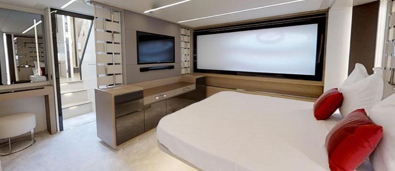 Master-Cabin 2015 PERSHING 70 Motor Yacht 2683609