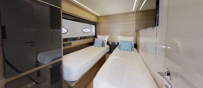 Twin-Cabin 2015 PERSHING 70 Motor Yacht 2683610