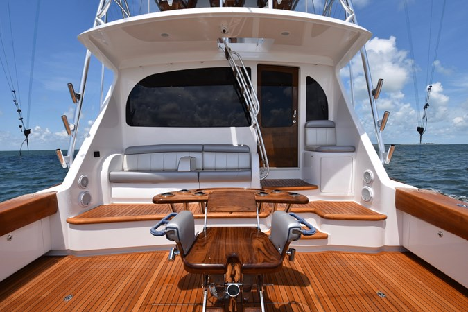 Cockpit Seating and Fighting Chair 2019 VIKING 68 Convertible Sport Fisherman 2625256