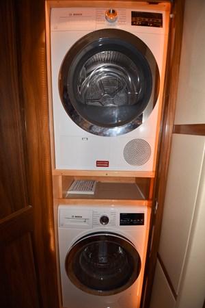 Washer Dryer 2019 VIKING 68 Convertible Sport Fisherman 2625332