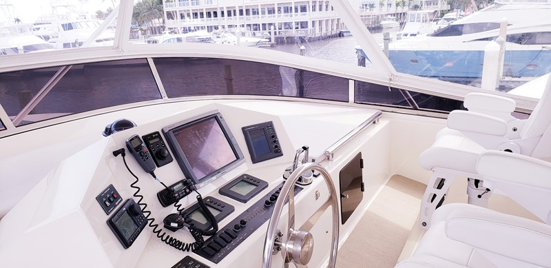 Fly Bridge Helm 2003 MARLOW  Motor Yacht 2625850