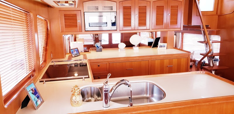 Pilot House Looking Aft Galley 2003 MARLOW  Motor Yacht 2625855