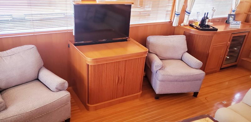 Salon Looking to Port Entertainment Center 2003 MARLOW  Motor Yacht 2625873