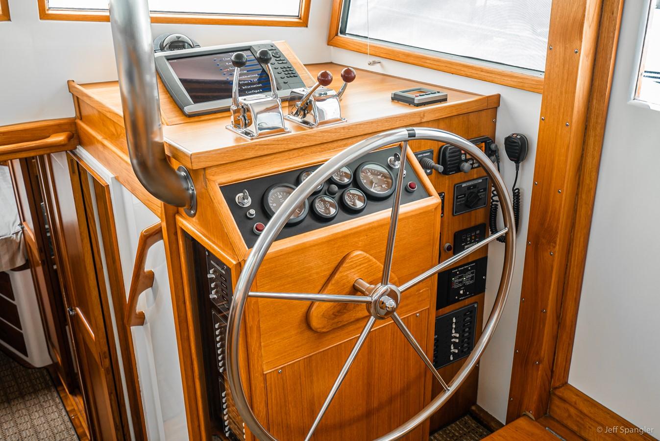 Lower Helm 1973 GRAND BANKS Grand Banks Europa Trawler 2625968