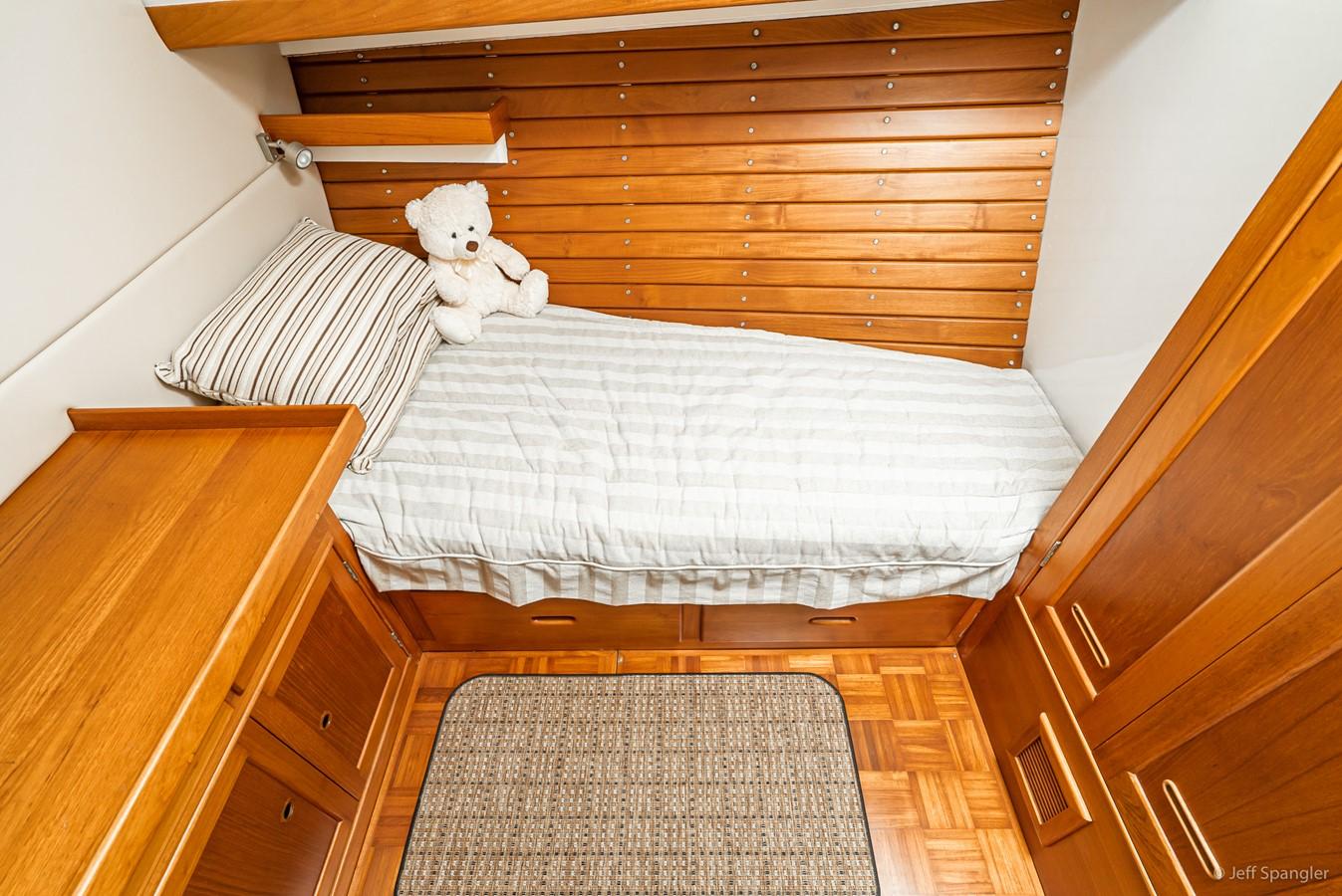 Port Stateroom 1973 GRAND BANKS Grand Banks Europa Trawler 2625975