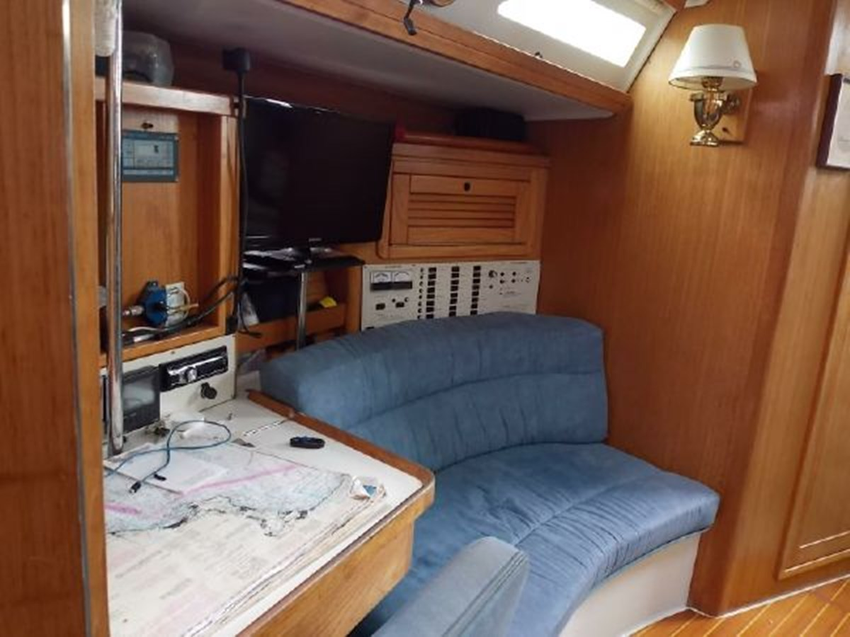 8 1996 CATALINA 42 MKII Cruising Sailboat 2626274