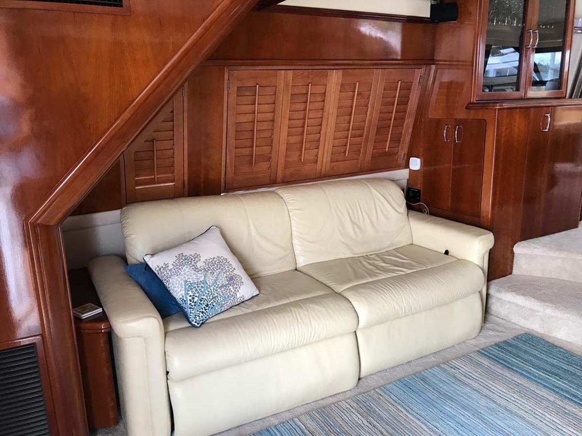 Salon Settee to Port 2004 MARQUIS Flybridge Motor Yacht Motor Yacht 2673373