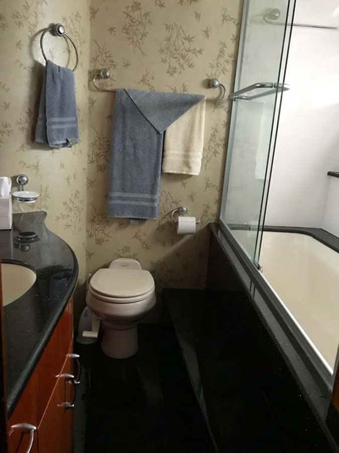 Master Stateroom Head and Shower 2004 MARQUIS Flybridge Motor Yacht Motor Yacht 2673383
