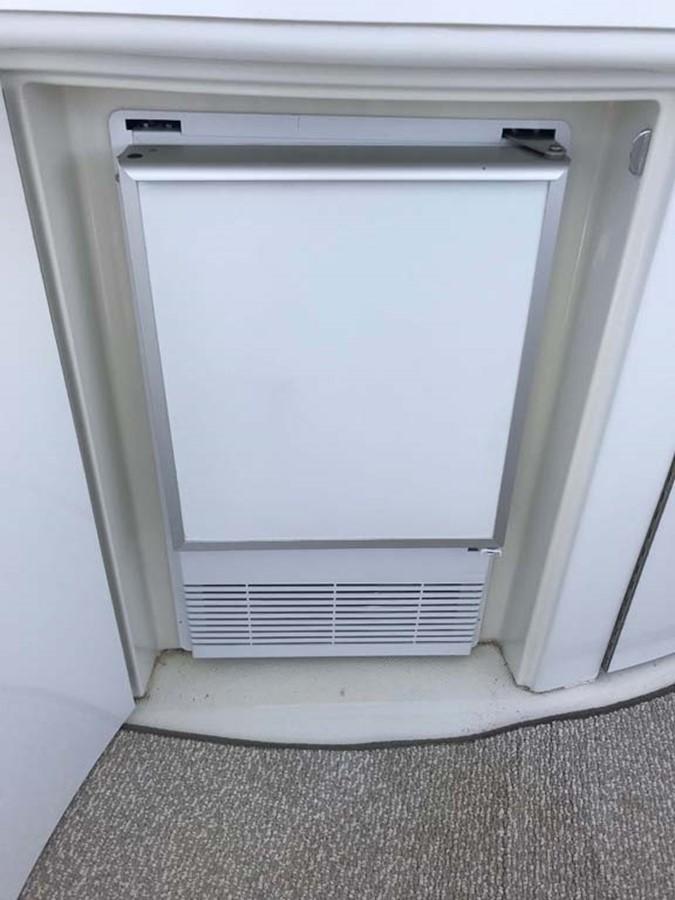 Refrigerator 2004 MARQUIS Flybridge Motor Yacht Motor Yacht 2673392
