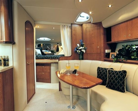 2002 Cruisers Yachts 3672 Express  2637723