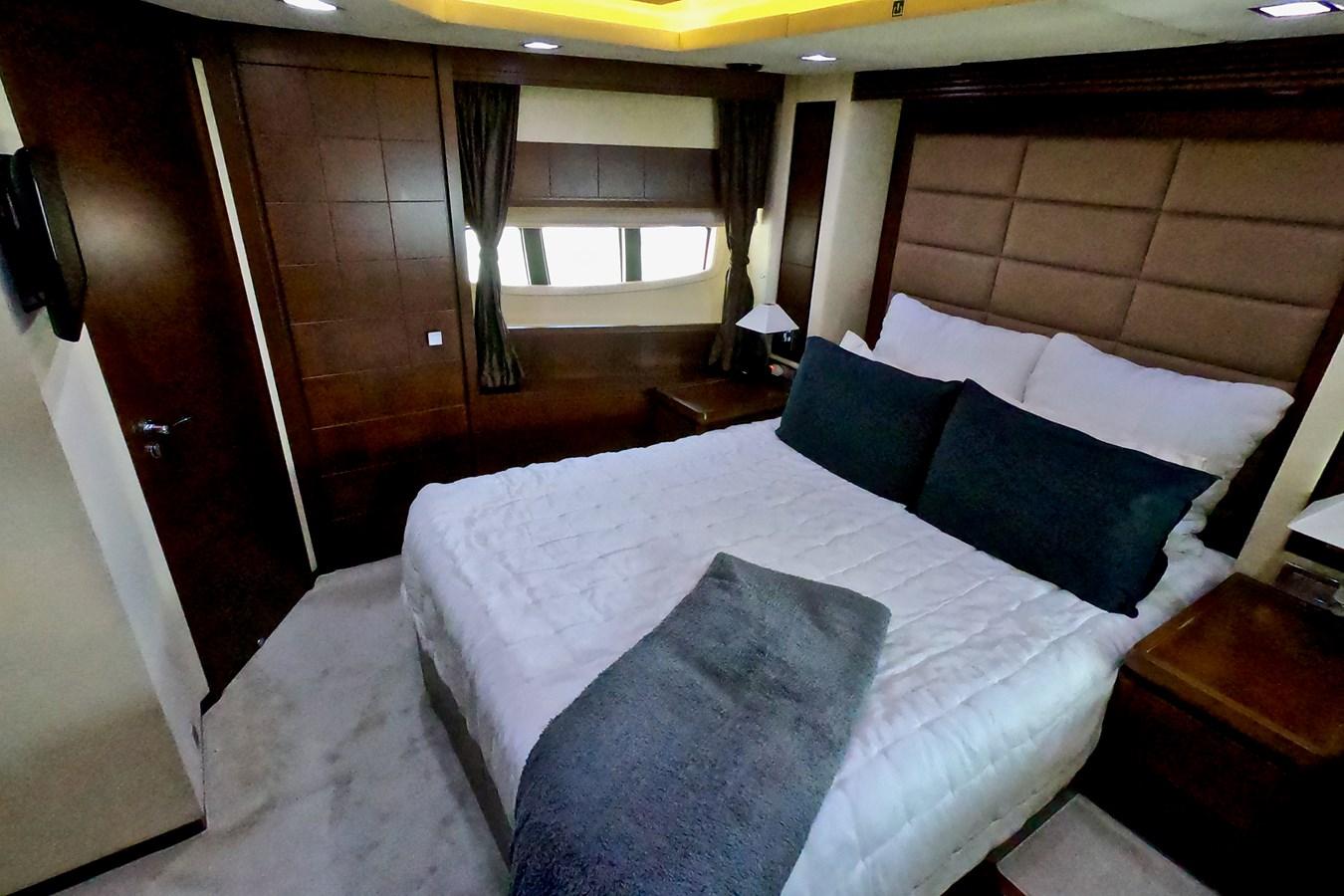2009 85 Azimut Flybridge -Forward VIP Stateroom (2) 2009 AZIMUT 85 Flybridge Motor Yacht 2649195