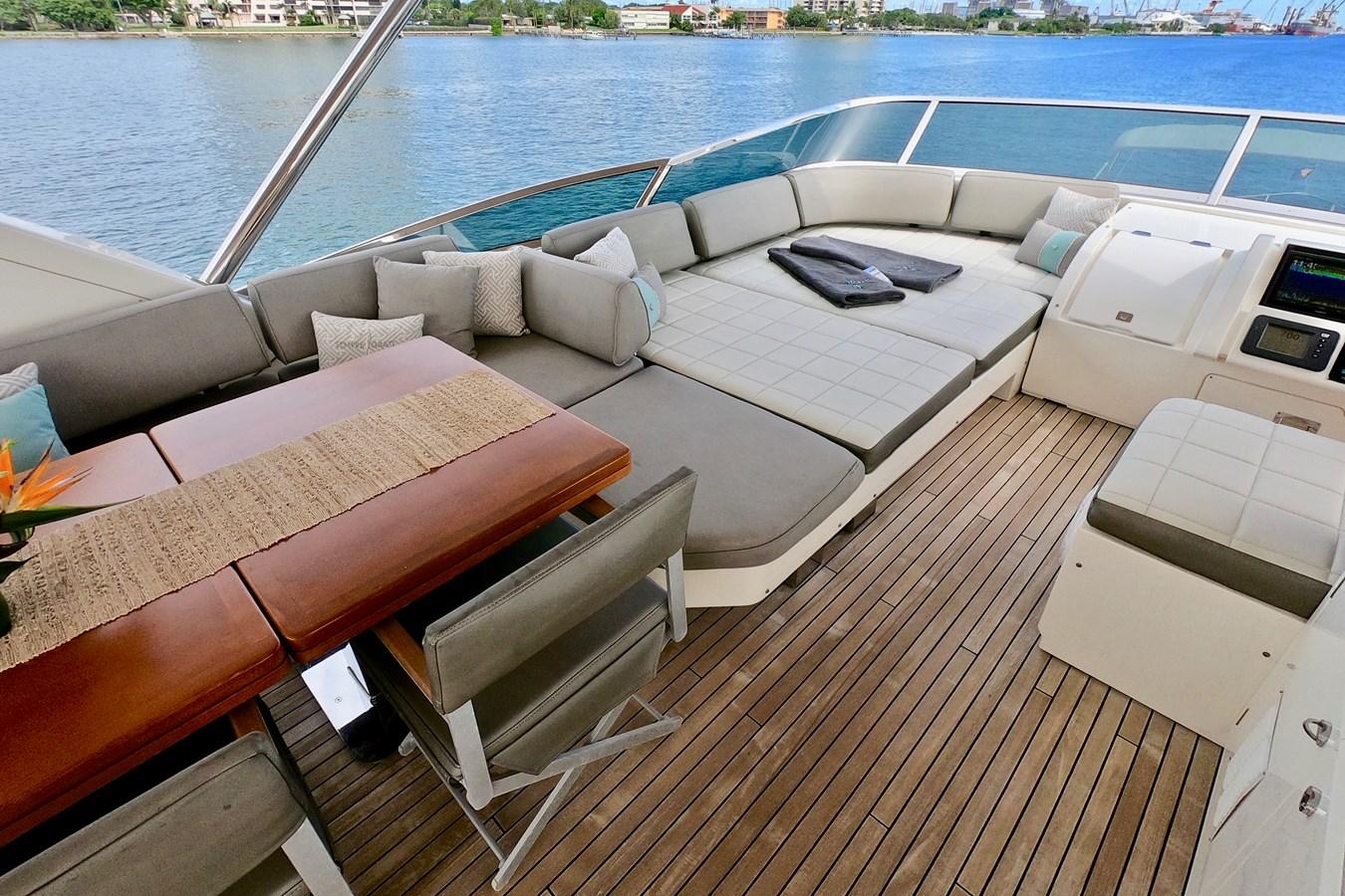 2009 85 Azimut Flybridge - Upper Dining and Lounge (1) 2009 AZIMUT 85 Flybridge Motor Yacht 2649823