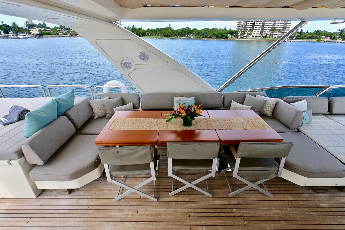 2009 85 Azimut Flybridge - Upper Dining and Lounge (2) 2009 AZIMUT 85 Flybridge Motor Yacht 2649824