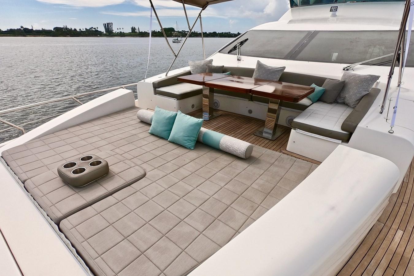 2009 85 Azimut Flybridge - Bow Deck 2009 AZIMUT 85 Flybridge Motor Yacht 2649833
