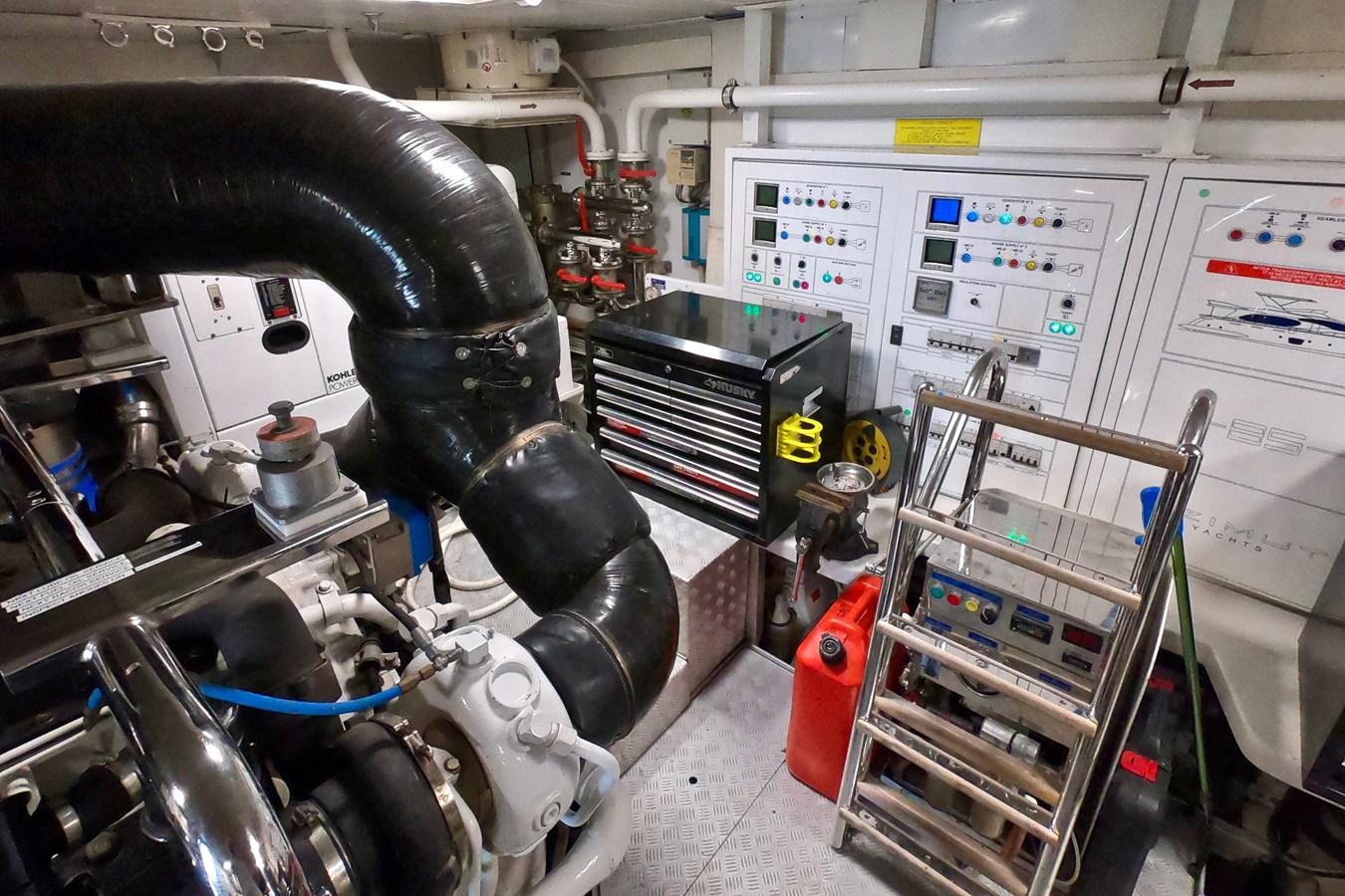 2009 85 Azimut Flybridge - Engine Room (3) 2009 AZIMUT 85 Flybridge Motor Yacht 2649840