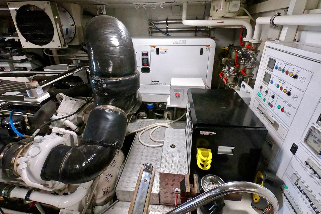 2009 85 Azimut Flybridge - Engine Room (6) 2009 AZIMUT 85 Flybridge Motor Yacht 2649843