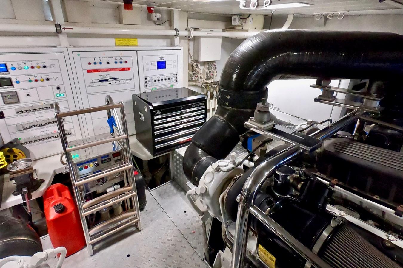 2009 85 Azimut Flybridge - Engine Room (8) 2009 AZIMUT 85 Flybridge Motor Yacht 2649845