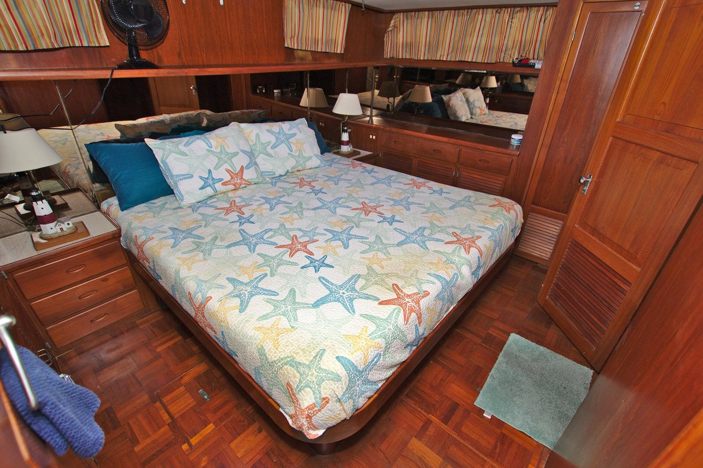 7181393_20190815105600504_1_XLARGE 1990 MARINE TRADER  Trawler 2650662