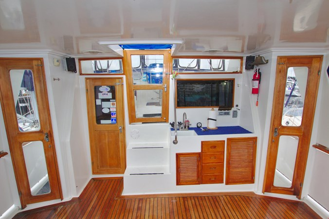 7181393_20190815105513507_1_XLARGE 1990 MARINE TRADER  Trawler 2650649