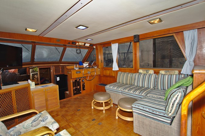 7181393_20190815105554106_1_XLARGE 1990 MARINE TRADER  Trawler 2650657