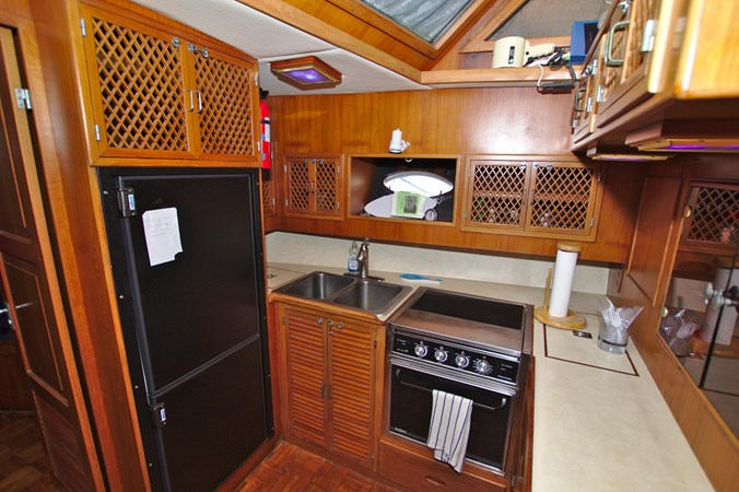 7181393_20190815105612631_1_XLARGE 1990 MARINE TRADER  Trawler 2650671
