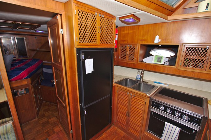 7181393_20190815105615507_1_XLARGE 1990 MARINE TRADER  Trawler 2650672