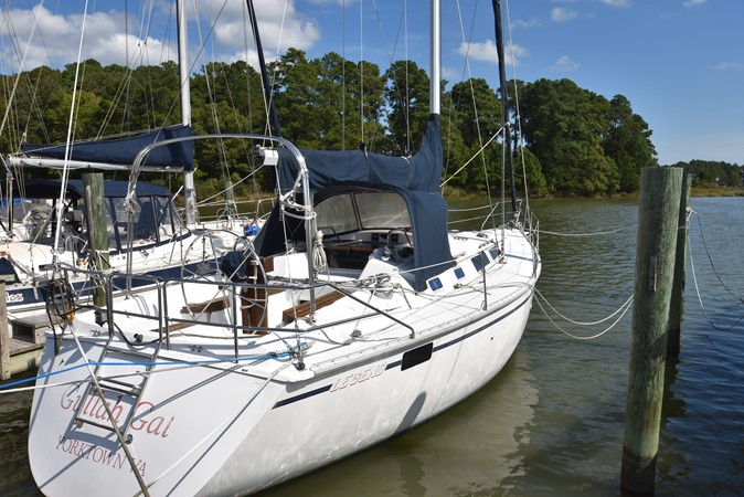 1989 HUNTER 40 Legend Sloop 2661352