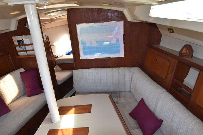 1989 HUNTER 40 Legend Sloop 2661357