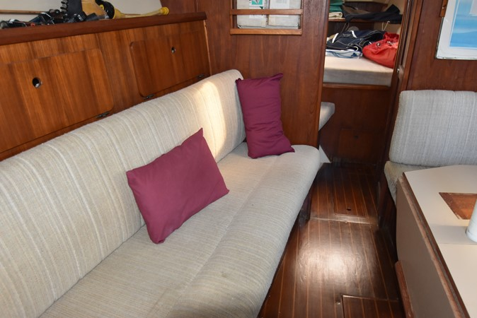 1989 HUNTER 40 Legend Sloop 2661359