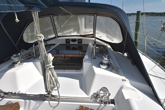 1989 HUNTER 40 Legend Sloop 2661367