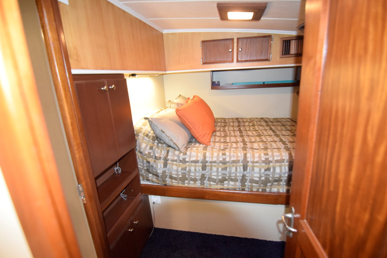 46 - 46 HATTERAS For Sale