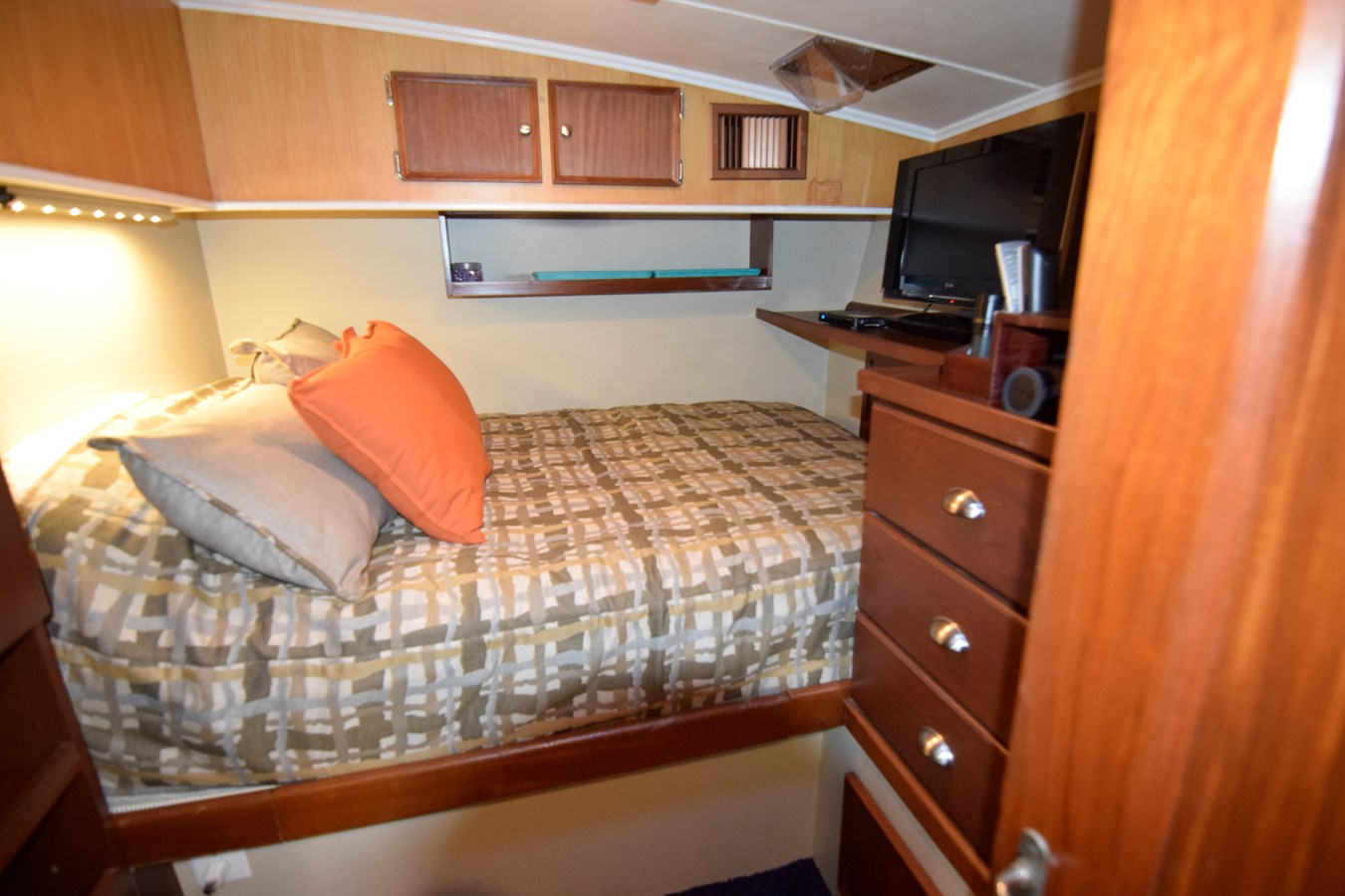 47 - 46 HATTERAS For Sale