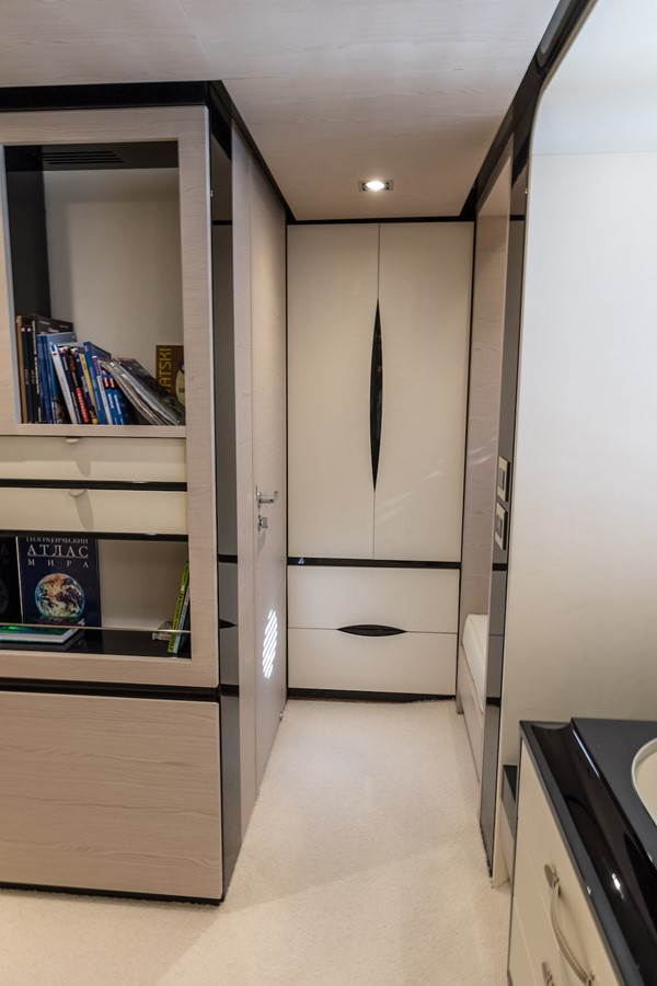Owner's cabin 2016 AZIMUT 80 Motor Yacht 2668181