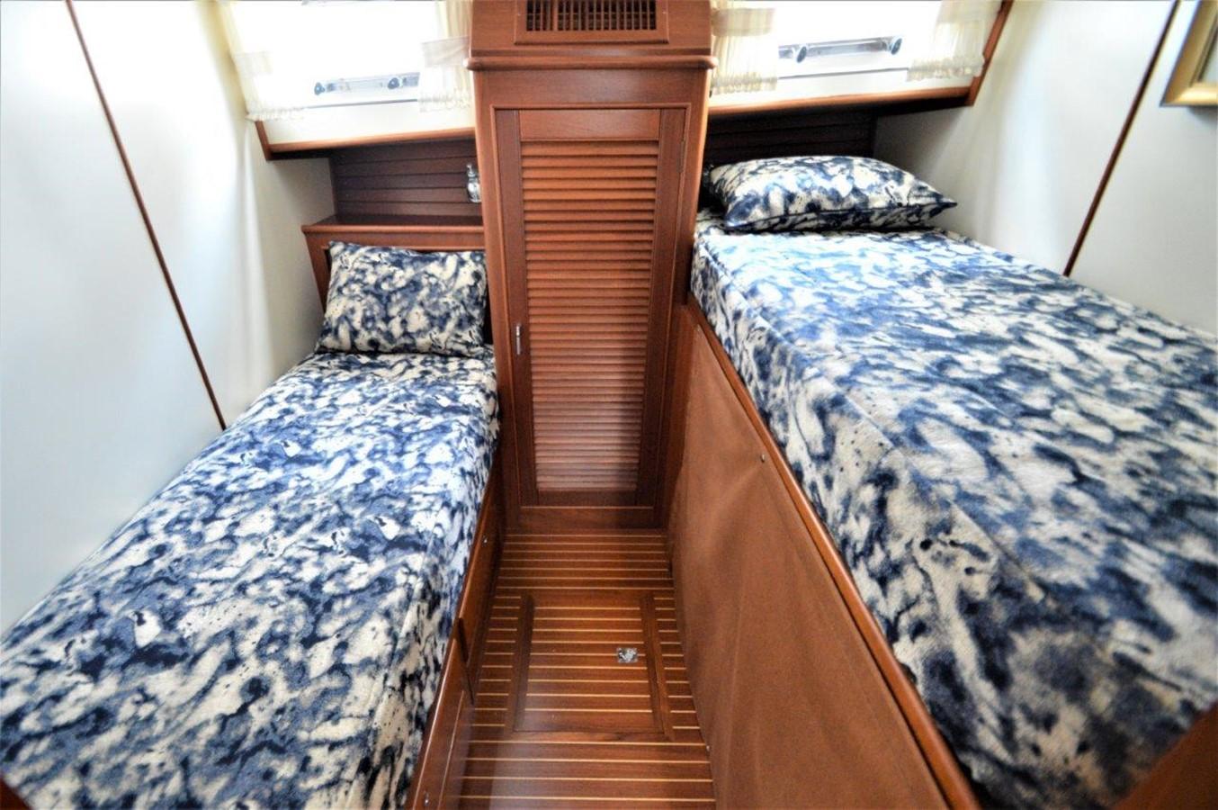 2000 GRAND BANKS 49 Eastbay HX Cruiser 2669767
