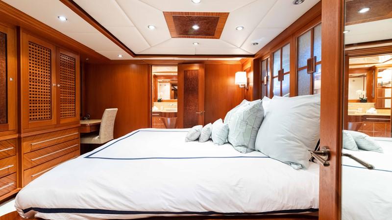 Guest Stateroom - Port 2008 TRINITY Tri-Deck Motor Yacht 2672514