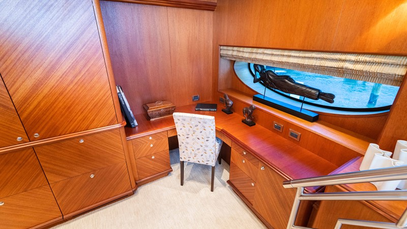 Master Stateroom Desk 2008 TRINITY Tri-Deck Motor Yacht 2674052