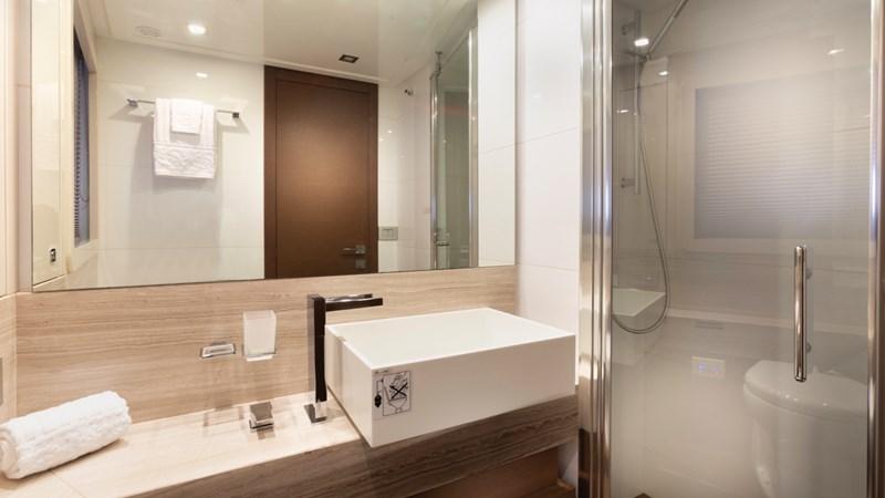 Guest Bathroom 2013 FERRETTI 870 FLYBRIDGE High Performance 2732849