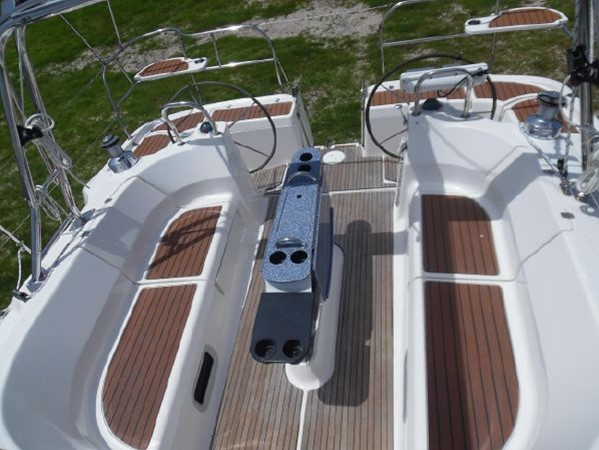 2009 HUNTER 50 Cruising Sailboat 2673829