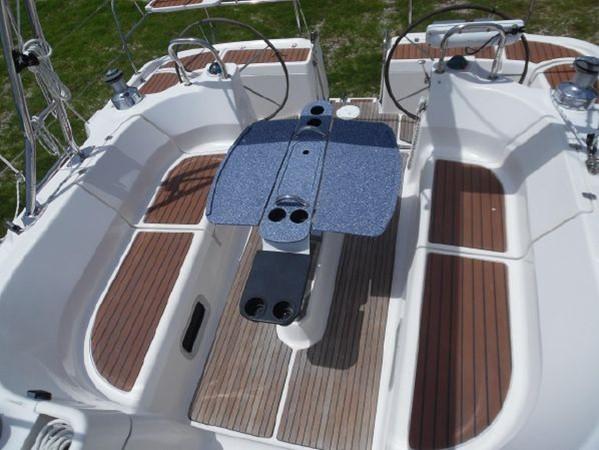 2009 HUNTER 50 Cruising Sailboat 2673830
