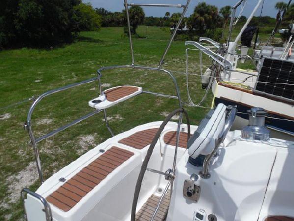 2009 HUNTER 50 Cruising Sailboat 2673832