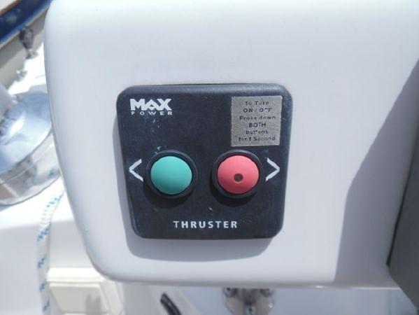 2009 HUNTER 50 Cruising Sailboat 2673837