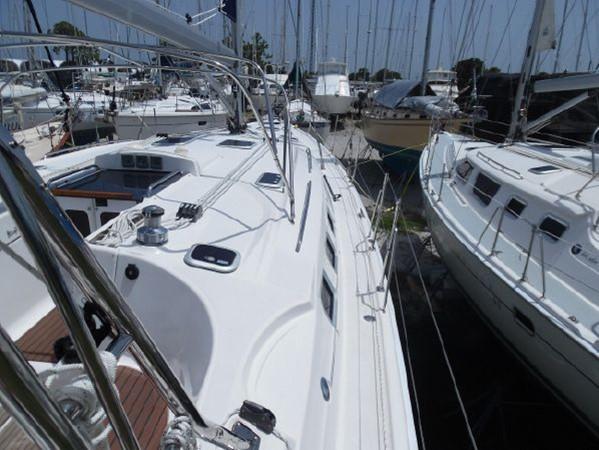 2009 HUNTER 50 Cruising Sailboat 2673846