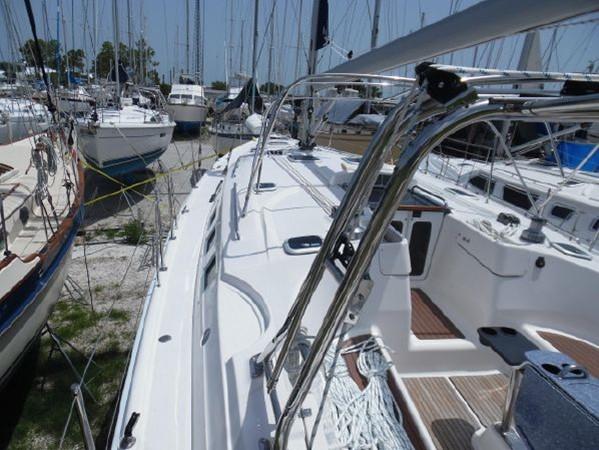 2009 HUNTER 50 Cruising Sailboat 2673847