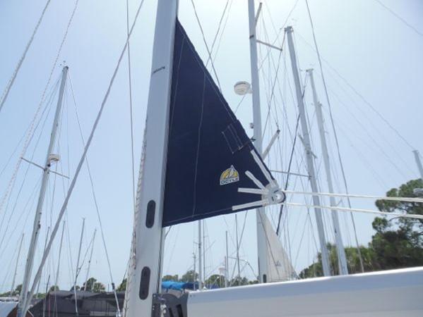 2009 HUNTER 50 Cruising Sailboat 2673849