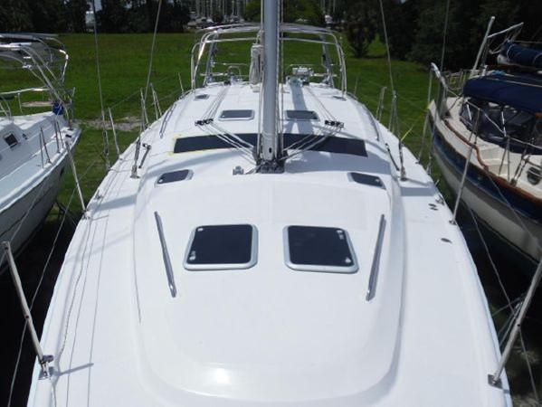 2009 HUNTER 50 Cruising Sailboat 2673852